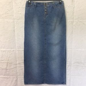 No boundary juniors size 7 maxi skirt*  (A312